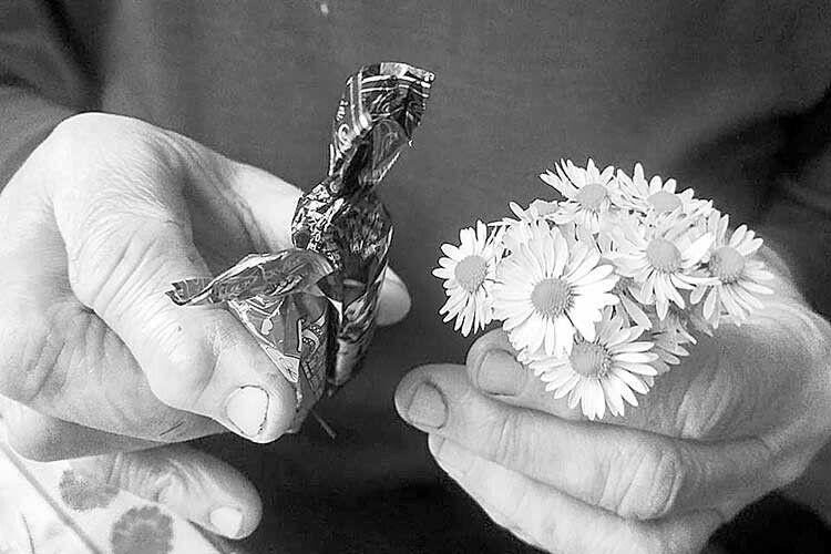 Материнські руки гарні без прикрас. Бовони завжди несуть любов
