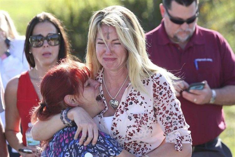 США: колишній учень розстріляв 17 осіб, понад 20 – поранені (Відео)