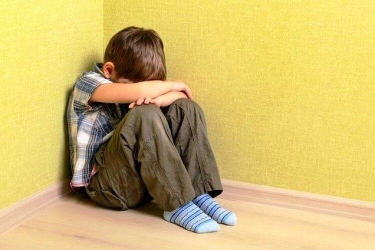 Погано читав: мати з вітчимом ногами забили до смерті 6-річного хлопчика