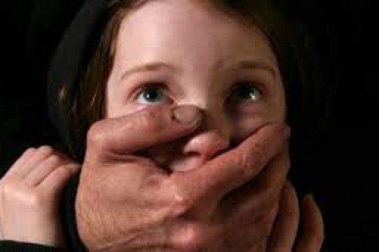 Правоохоронець за грошову винагороду викрав малолітню дитину