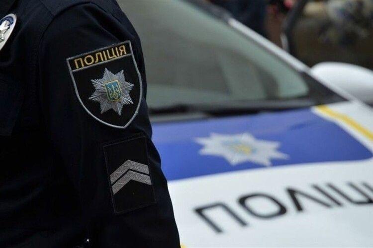 Лучанин тузався з патрульними, які затримали його, бо був без маски