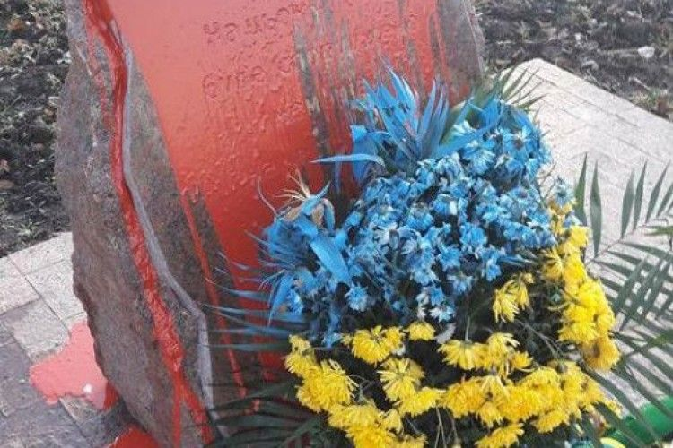 В Одесі облили фарбою пам'ятний знак бійцям АТО