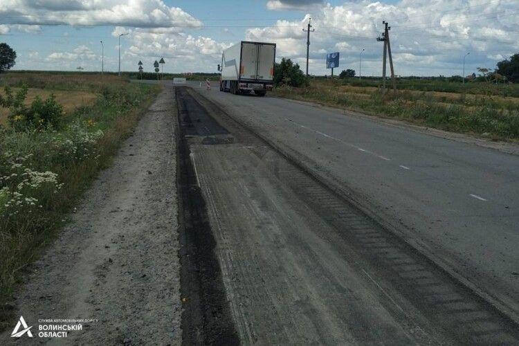Об'їзну дорогу біля Володимира розширять, замість старого полотна покладуть три шари асфальту