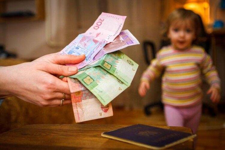 Влада вимагає у матерів-одиначок повернути державі виплачену допомогу під час карантину