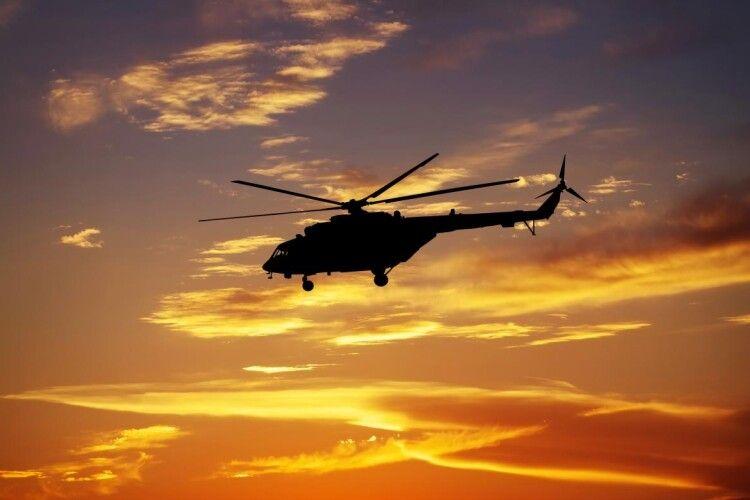 На Рівненщині з гелікоптера окроплювали посіви невідомою речовиною: за справу взялась поліція