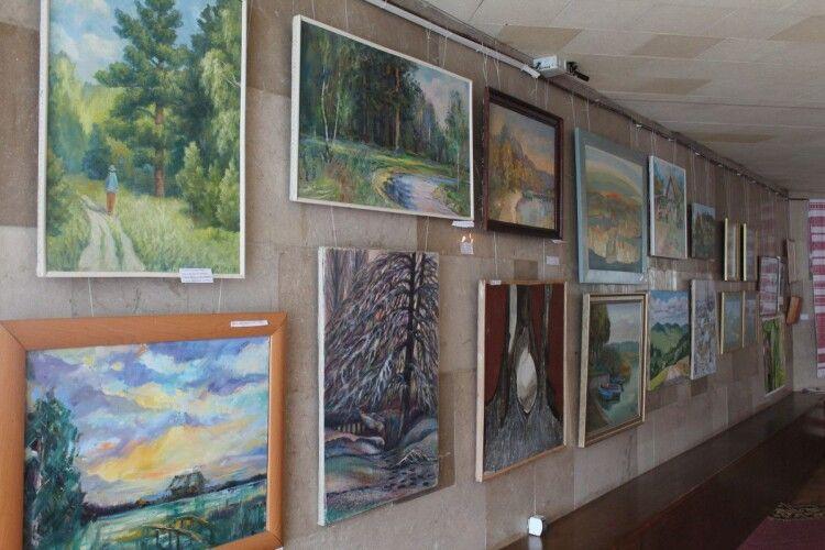 60 майстрів і 100 робіт: у галереї мистецтв Волинської облради відкрилась масштабна виставка