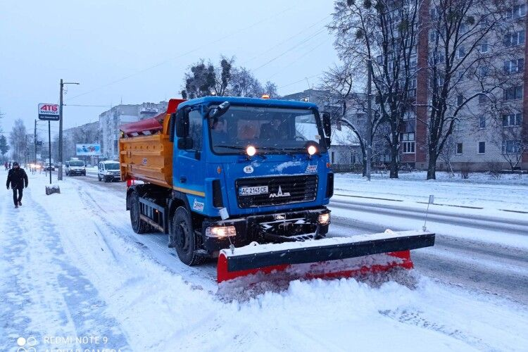 Ковель чистять від снігу