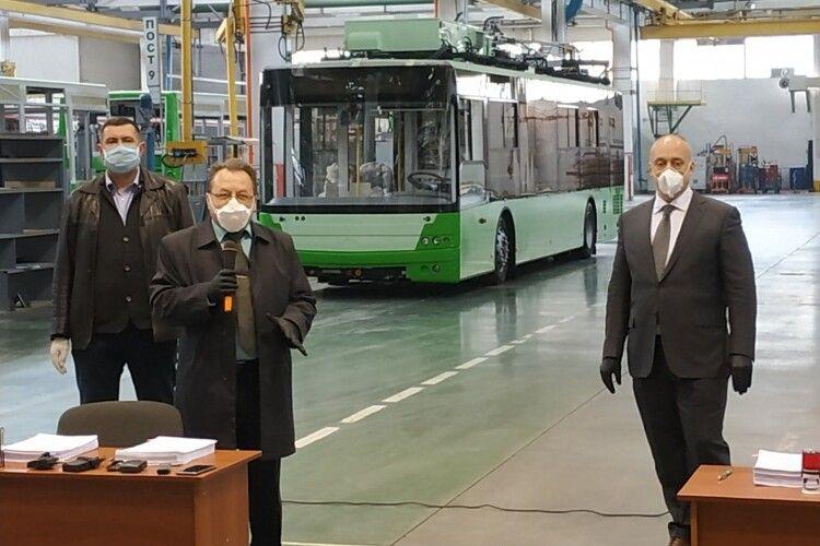 У луцьких тролейбусах можна буде підзарядити мобільний телефон (Фото, відео)