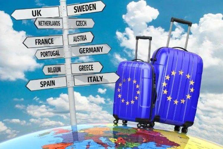 З 15 лютого можна пакувати валізи?