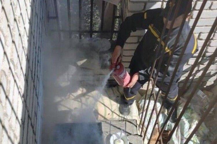 В Умані загорівся балкон, де хасиди влаштували барбекю
