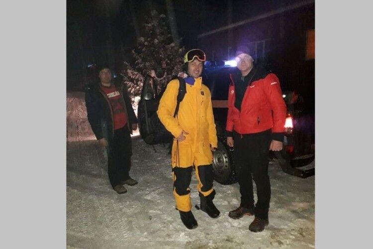 У Карпатаx відшукали туриста, який заблукав під час катання на лижах