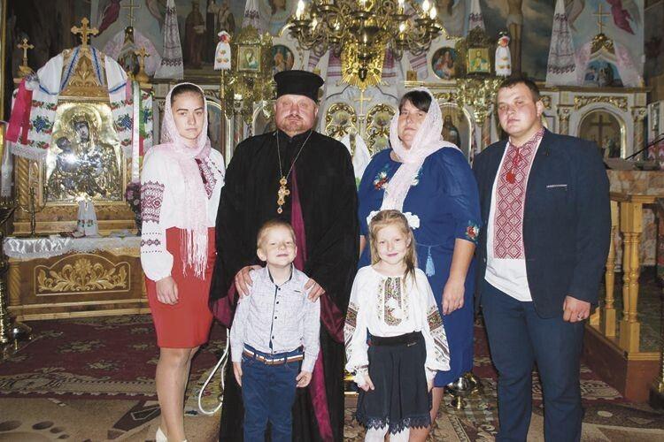 «Священнику уселі жити, то нетільки врясі ходити…»:отець Григорій і матушка Наталія поділилися секретами щастя
