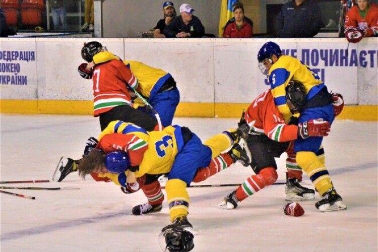 Угорські хокеїсти спровокували українських на бійку (Фото)