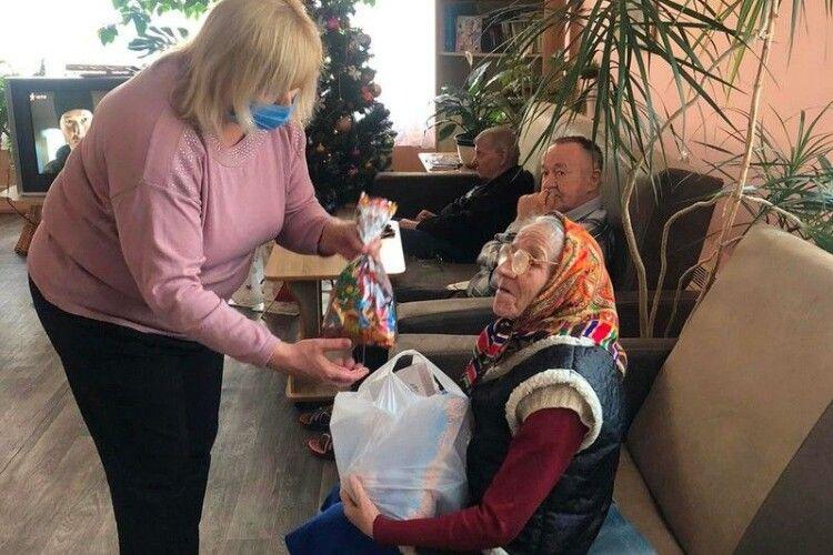 У Ковелі стареньким подарували смаколики та усмішки (Фото)