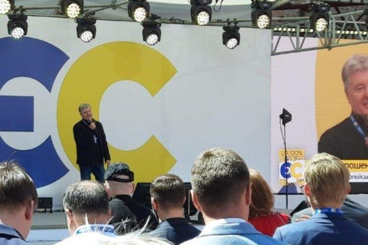 Ми маємо стратегію і чіткий план, як реалізувати потенціал України на всі 100% – Порошенко на з'їзді партії
