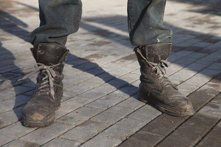 У Луцьку злапали 25-річного водія-«каратиста»: дубасив патрульних ногами