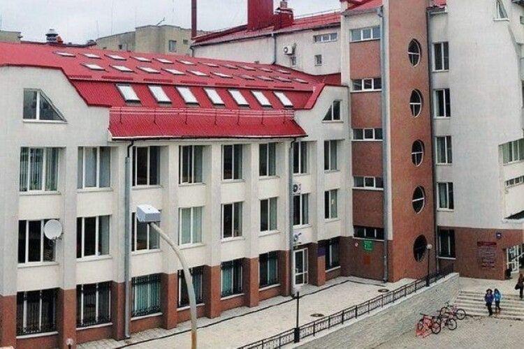 У волинському виші один з факультетів перевели на дистанційку