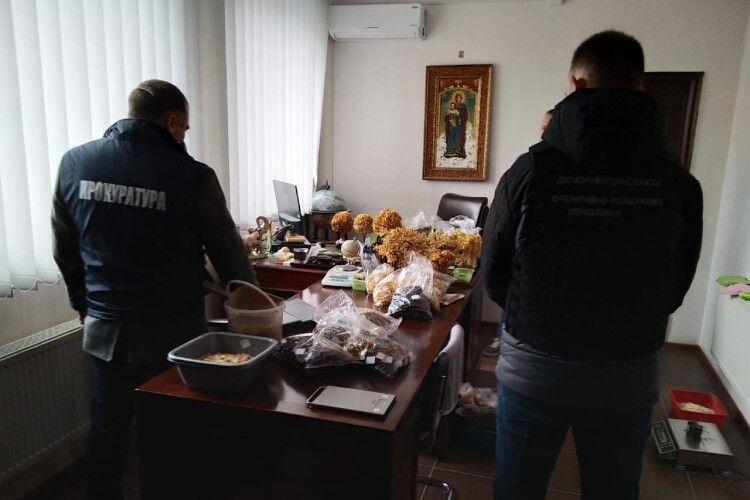 На Рівненщині викрито нелегальний цех з обробки бурштину (Фото)