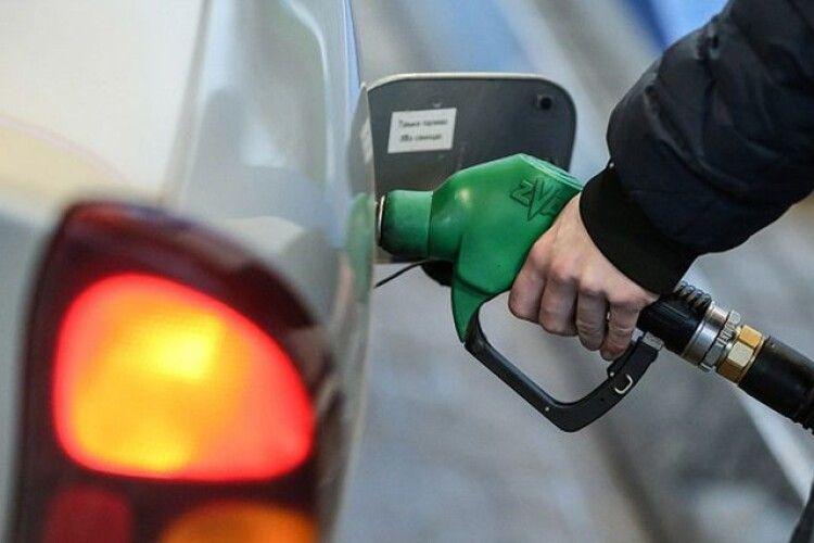 Гряде бензиновий дефіцит: Білорусь скоротить поставки бензину А-95 в 5 разів
