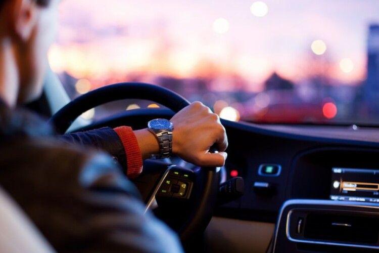 У водійських посвідченнях з'являться нові позначки та коди: що вони означають