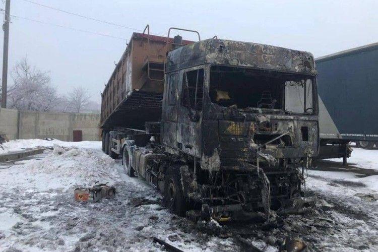 Під Луцьком спалили екскаватор та дві вантажівки голові ОТГ