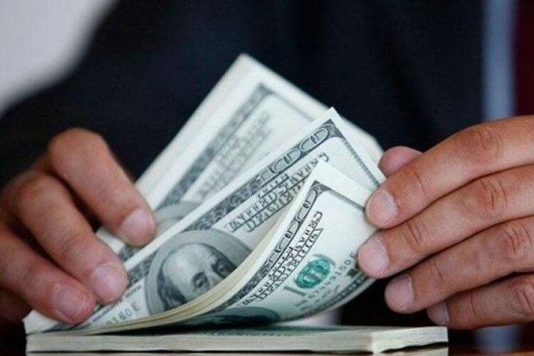 Посадовець волинського вишу попався на хабарі у 1000 доларів США: йому повідомили про підозру