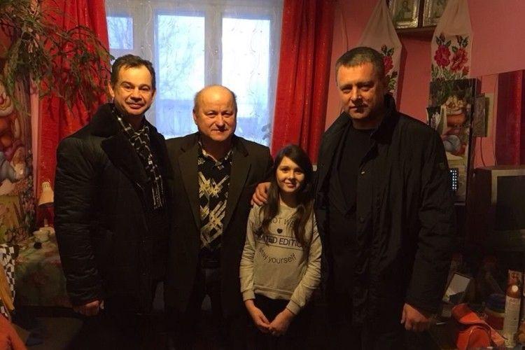 Керівництво поліції Рівненщини подарувало ноутбук доньці пенсіонера ОВС