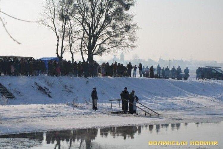 Лучани скупалися у Стиру (Фото)