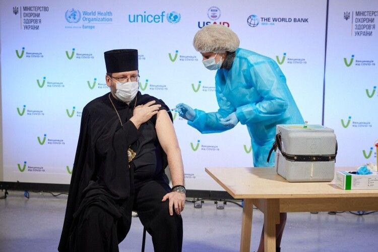 Українських релігійних лідерів вакцинували проти COVID-19