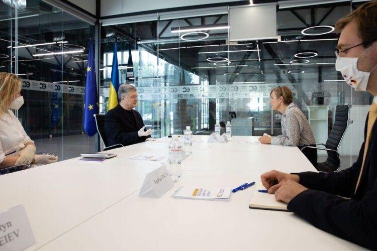 Вибіркове правосуддя, свобода слова і децентралізація: Петро Порошенко зустрівся з послом Німеччини