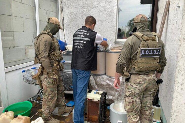 Викрили злочинну групу, яка займалась реалізацією амфетаміну в Україні та за кордоном (Фото, відео)