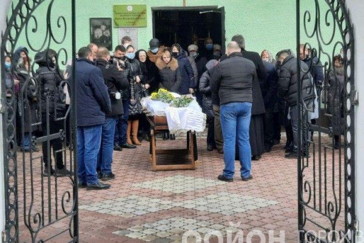 У Горохові попрощалися з відомим і шанованим лікарем Михайлом Шекетою (Фото)
