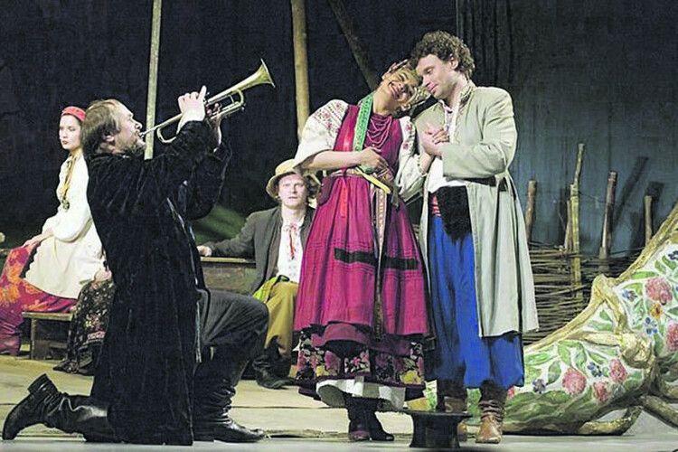 Знаменитий актор Петро Панчук влітку був… музикантом начотирьох весіллях!