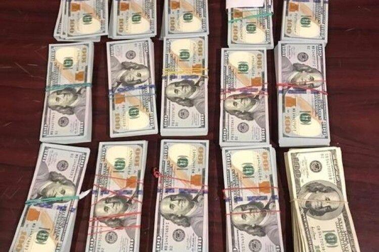 У районі ООС затримали чоловіка, який незаконно перевозив понад 4 мільйони гривень