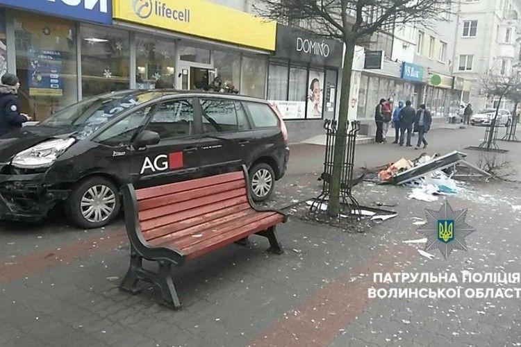 У центрі Луцька п'янезний «євробляхар» вискочив на тротуар
