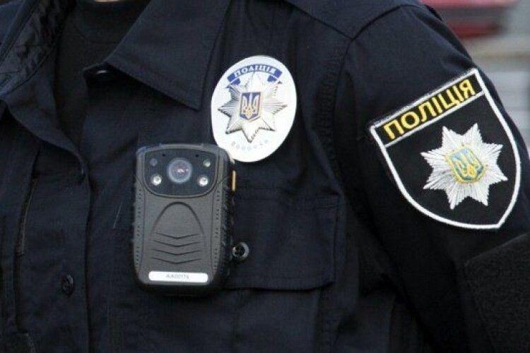 Водій іномарки зламав ніс поліцейському