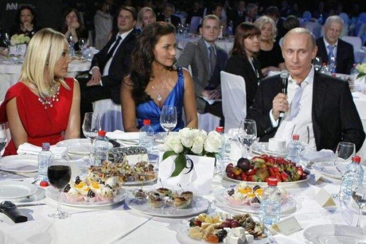 Відома акторка отримала умовний термін і штраф через вечерю з Путіним