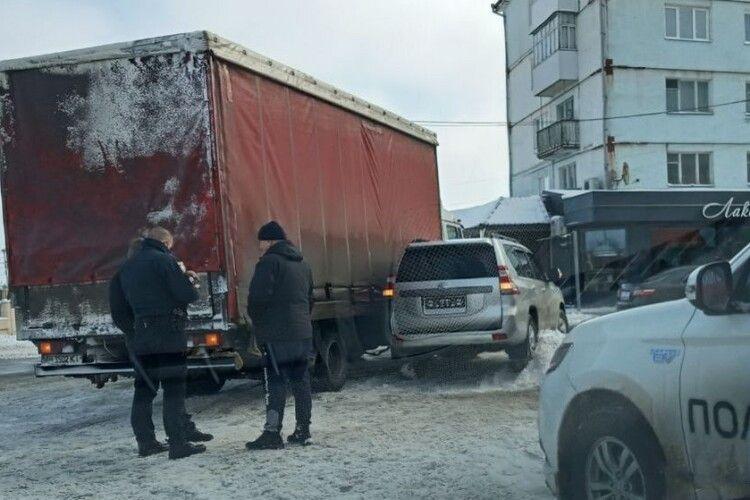 На Волині позашляховик «пригорнувся» до вантажівки