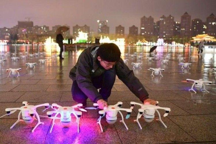 У Китаї влаштували грандіозне шоу дронів