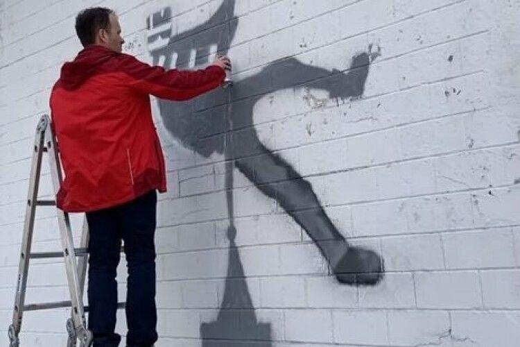 Навіщо міністр юстиції України розмалював стіну в'язниці