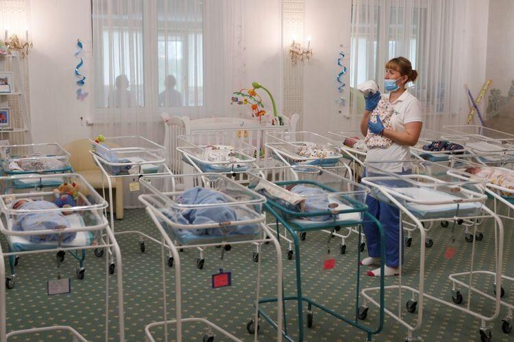 Українські жінки виношують дітей для іноземців за 10 тисяч доларів