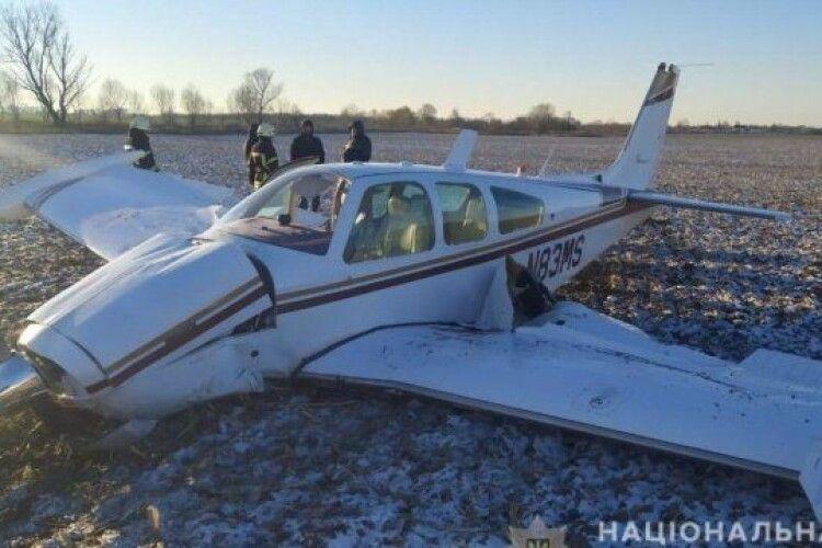 На Київщині упав легкомоторний літак, є постраждалі
