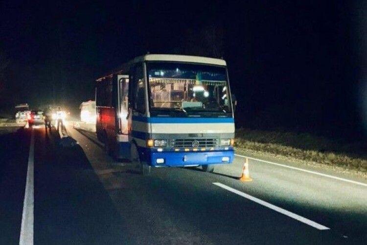 Рейсовий автобус на смерть збив пішохода