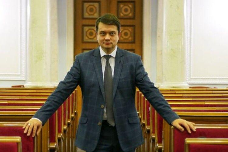 Банкова знайшла «наглядача», який слідкує за Разумковим