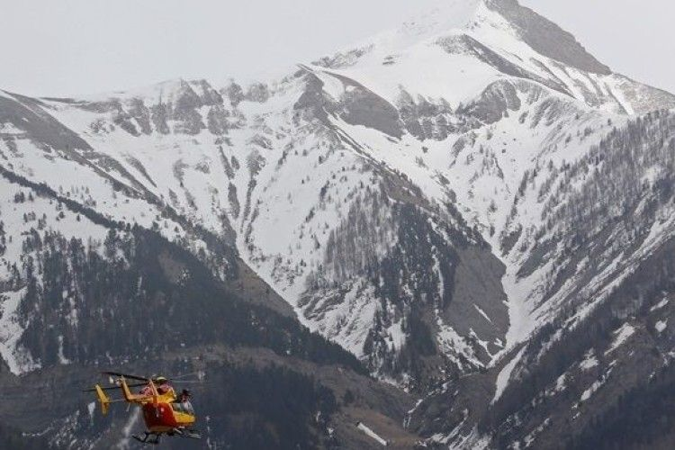 Зіткнення вертольота та літака в Альпах: кількість загиблих зросла до семи
