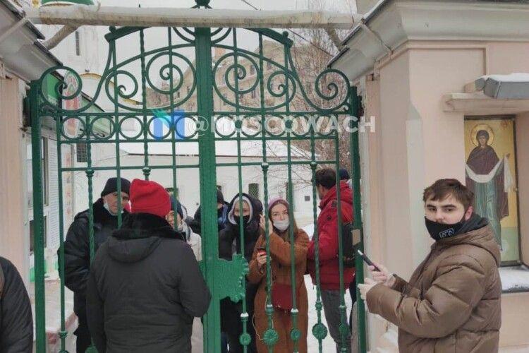 Українські храми рятували протестувальників від беркутівців, а в Росії церкви штовхають людей в руки ОМОНу