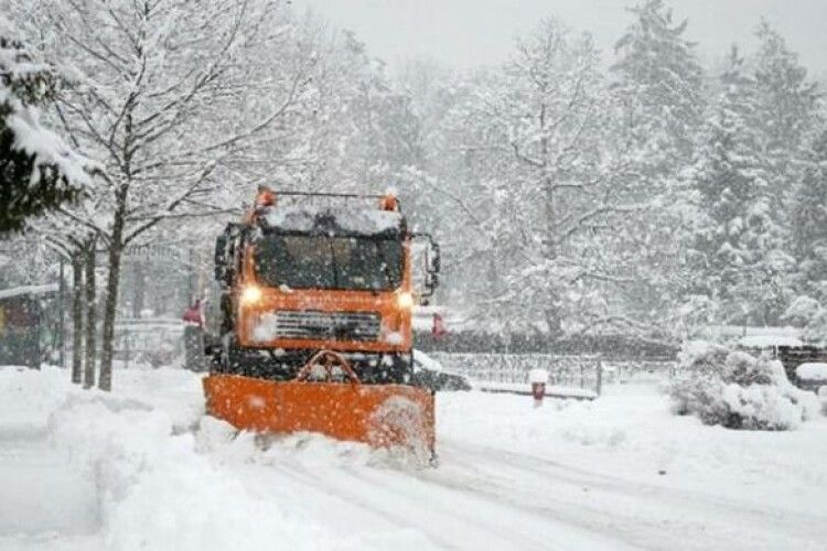 Скільки коштуватиме розчищення доріг від снігу у місті на Волині