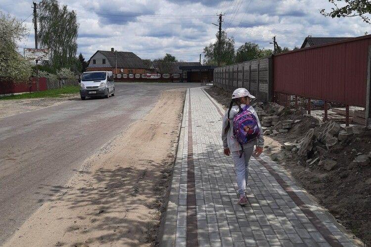 Стане безпечніше: на в'їзді у Камінь-Каширський зробили тротуар