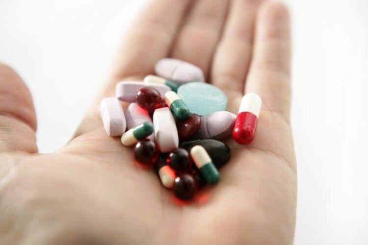 На Волині дівчина випила кілька жмень таблеток: не хотіла жити через нерозділене кохання до парубка