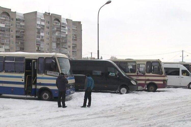 Із Луцької автостанції знову скасували 27 рейсів